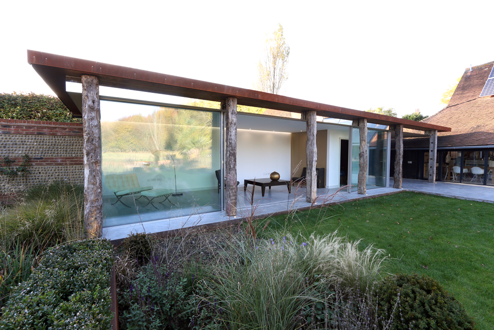 Glass link sussex construction gallery for Contemporary garden rooms extensions
